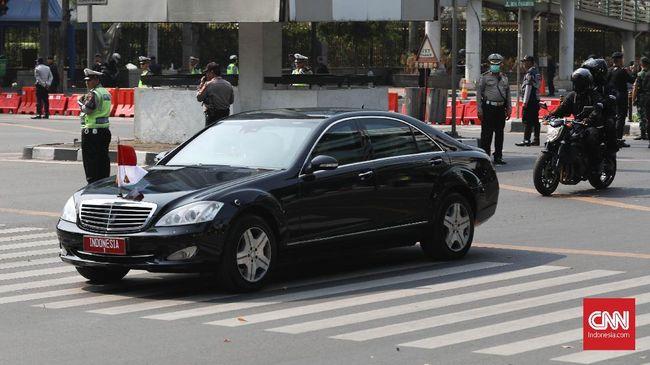 Masa tunggu dari mobil dinas presiden terbaru seharusnya antara 7-9 bulan, namun Mercedes-Benz Distribution Indonesia menyebut bisa selesai pada Desember.