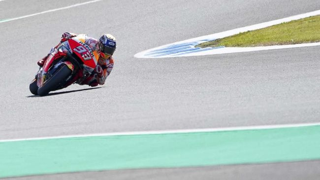 Spain's MotoGP rider Marc Marquez rides during a warm-up for the MotoGP Japanese Motorcycle Grand Prix at the Twin Ring Motegi circuit in Motegi, north of Tokyo, Sunday, Oct. 20, 2019. (AP Photo/Christopher Jue)