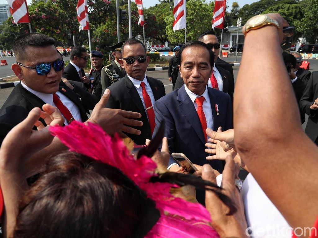 Salami Relawan, Jokowi Semringah Banget