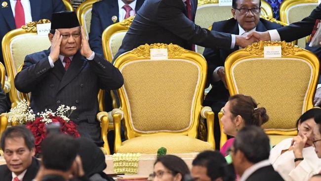 Pantun tersebut menyinggung kediaman Megawati di Teuku Umar dan tempat biasa Prabowo menggelar konferensi pers di Kertanegara.