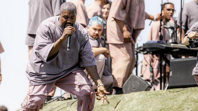 Setelah sempat menunda rilis album yang awalnya dijadwalkan pada 27 September, Kanye West memastikan 'Jesus is King' bakal edar pada Jumat (25/10).