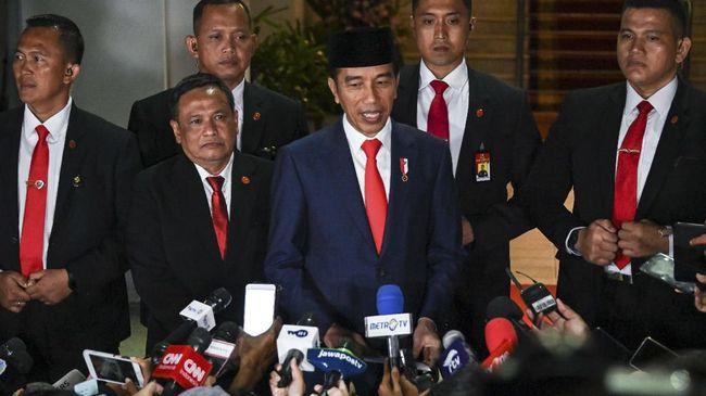 Tak seperti jaksa agung sebelumnya, ST Burhanuddin bukan mantan kader partai politik, dia adalah mantan jaksa muda perdata yang telah pensiun sejak 2014