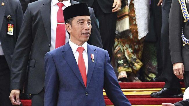 Pengamat politik menilai langkah Jokowi mengungkap wacana revisi UU ITE tak bisa dilepas dari pernyaataan sebelumnya: minta warga kritik pemerintah.