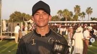 <p>Selain jadi tentara, Pangeran Abdul Mateen juga ternyata atlet olahraga Polo lho. Pantas saja tubuhnya postur tubuhnya kekar. (Foto: Instagram @tmski)</p>
