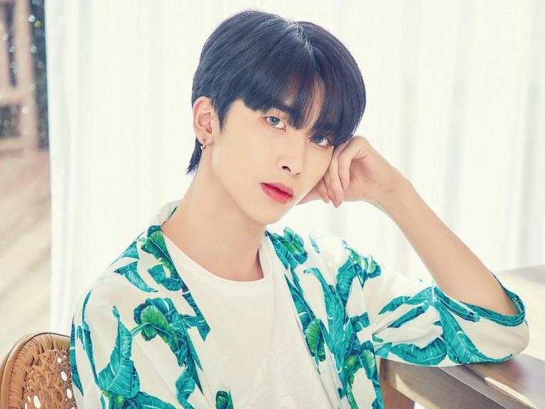 Pemilik bibir tebal nan seksi yang lain adalah Xiao UP10TION yang selalu memalingkan dunia para penggemar ketika dirinya memainkan bibirnya.