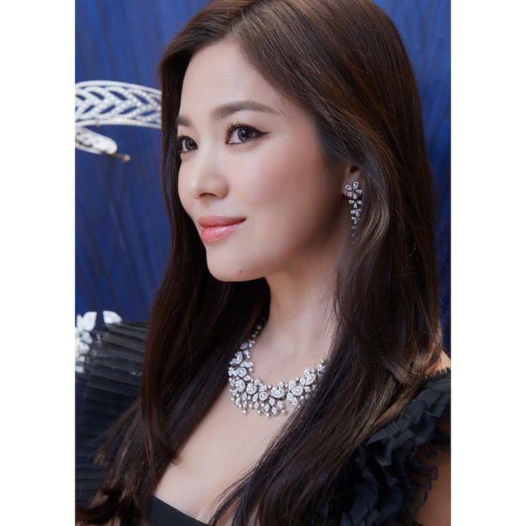 Sempat tertunda, begini penampilan perdana Song Hye Kyo di Korea Selatan usai bercerai dengan Song Joong Ki.