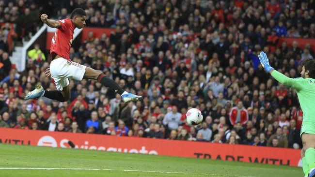 Manchester United jadi tim yang paling sering membuang poin dari kondisi unggul di Liga Inggris musim ini.