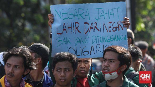 Puluhan mahasiswa yang tergabung dalam BEM se Indonesoa berunjuk rasa di kawasan Patung Kuda, Jakarta, Senin, 21 Oktober 2019. Aksi ini menyerukan pemerintahan baru Jokowi-Ma'ruf Amin serius menagani korupsi dan kasus lainnya. CNNIndonesia/Safir Makki