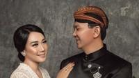 <p>Dalam sesi pemotretan yang diambil pada 25 Januari 2019 ini, Ahok dan Puput mengenakan busana tradisional Jawa. Seperti diketahui Puput berasal Nganjuk, Jawa Timur. (Foto: Instagram/@fdphotography90)</p>