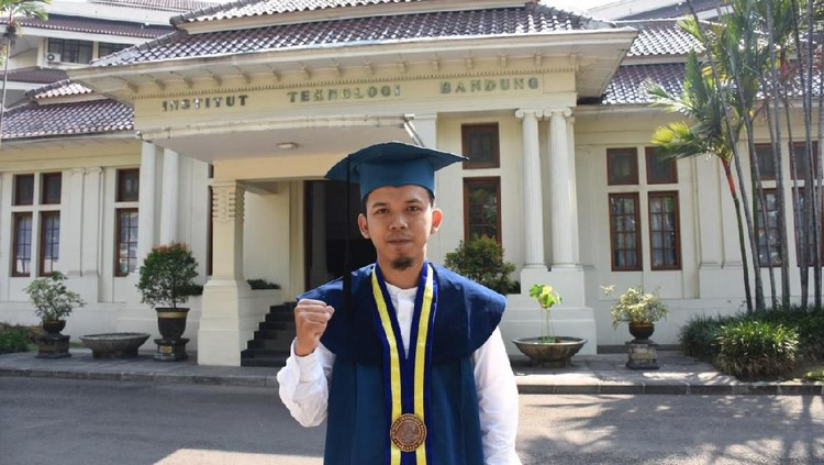 Muhammad Reza Nurrahman, lulusan Fisika ITB peraih IPK 3,98 ini ternyata anak sopir. Apa rahasia kesuksesannya?