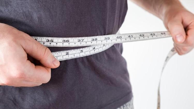 Pria ini berhasil menurunkan berat badannya sebanyak 41 kg dalam waktu 7 bulan. Gimana pola diet yang dia terapkan?