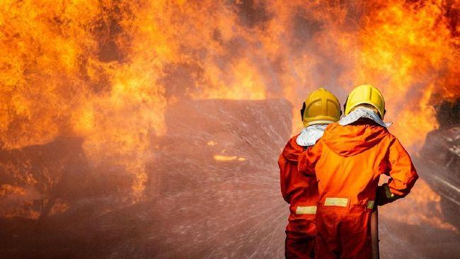 Sepasang suami-istri ditemukan tewas dalam kondisi tubuh terbakar usai kebakaran hebat di Pasar Tradisional Tapung Hilir Kampar, Riau, Selasa (9/3) malam.