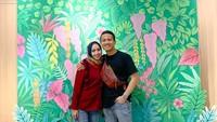 <p>Syarif ternyata memiliki seorang istri yang cantik. Wanita berhijab tersebut bernama Widya Ariska. (Foto: Instagram @syrfxvii)</p>