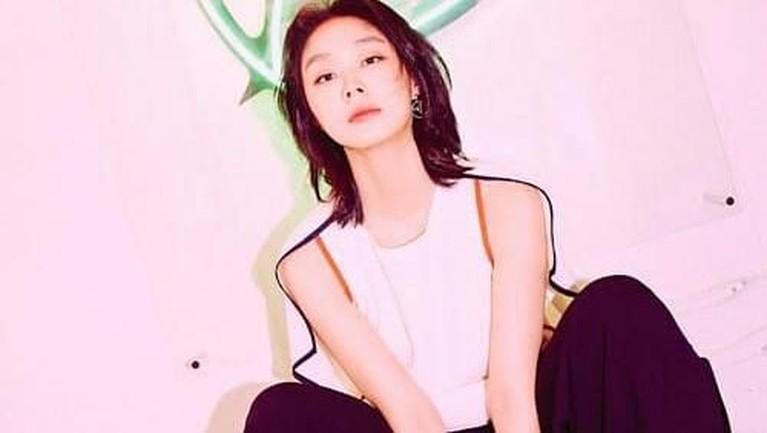 Go Sohyun pertama kali muncul dalam video klip milik BTS berjudul Boys In Luv.