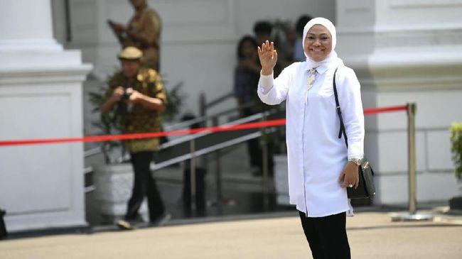 Menaker Ida Fauziah membuka kembali keran pengiriman TKI ke luar negeri meski penyebaran virus corona di dunia makin meluas dan belum bisa dikendalikan.