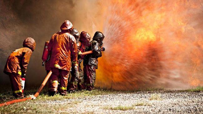Netizen di Twitter ramai membahas kebakaran kilang minyak Pertamina Balongan, lantas 'Indramayu' jadi trending topic di Indonesia.
