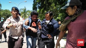 Polisi dan Mahasiswa Kendari Bentrok, Seorang Babak Belur