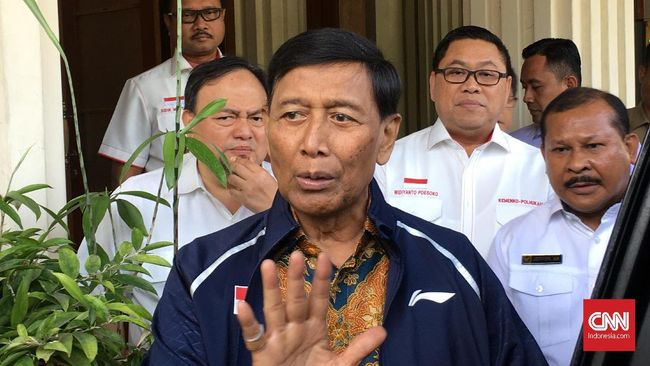 Wiranto mengaku kedatangannya untuk mengecek kesiapan serah terima jabatan Menkopolhukam yang baru usai pengumuman kabinet oleh Jokowi.