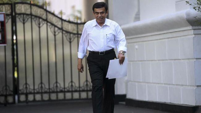 Di awal masa jabatannya, Menag Fachrul Razi mengeluarkan sejumlah pernyataan dan kebijakan yang menuai kritik keras, misalnya pembatasan cadar dan SKT FPI.