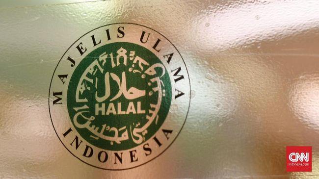 Logo Halal yang dikeluarkan oleh Majelis Ulama Islam yang ada di berbagai restoran, Selasa (22/10)