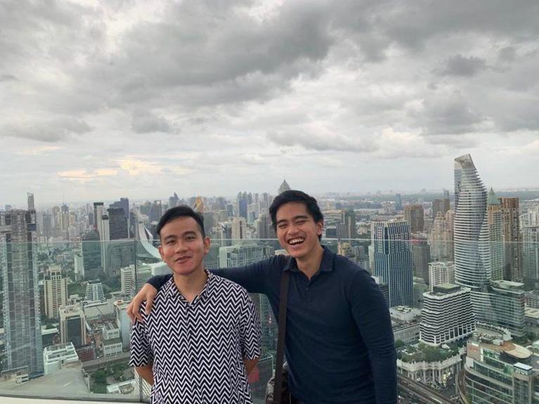 Meski jarang terlihat bersama, ada kalanya Gibran Rakabuming dan Kaesang Pangarep terlihat kompak bersama, hingga membuat ngakak para netizen.