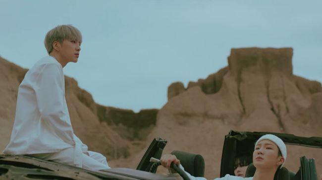 WINNER mengungkapkan kegundahan akibat patah hati dalam video musik 'SOSO' dari album terbaru, 'CROSS'.
