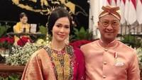 <p>Istri menteri perindustrian Agus Gumiwang terlihat cantik dengan balutan baju adat. Pesona Leomongga sudah lama mencuri perhatian netizen. (Foto: Instagram @leomongga)</p>