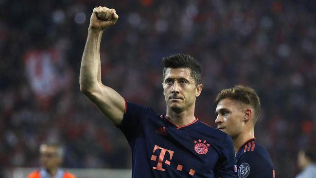 Striker Bayern Munchen, Robert Lewandowski, masih aman di puncak klasemen top skor Liga Champions dengan koleksi 10 gol.