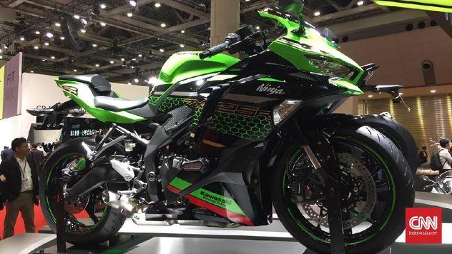 Kawasaki Ninja ZX-25R menggunakan mesin 250 cc dengan 4-silinder