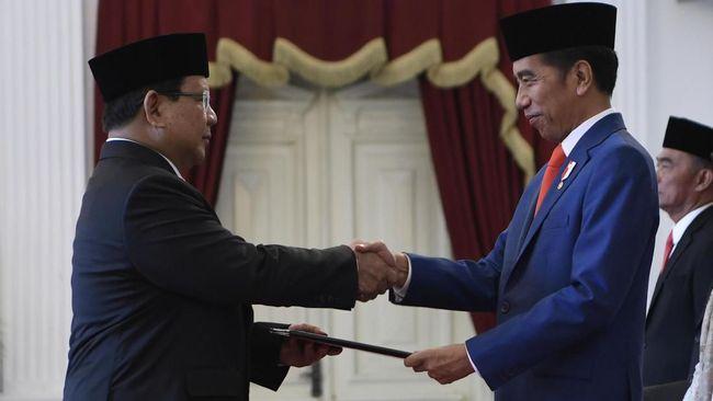 Menteri Pertahanan Prabowo Subianto dapat instruksi langsung dari Presiden Jokowi agar alutsista yang jadi sistem pertahanan Indonesia dibuat di dalam negeri.