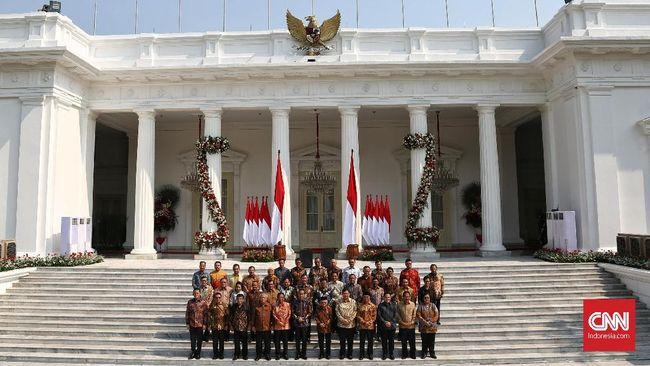 Presiden Joko Widodo bersama Wakil Presiden Ma'ruf Amin memperkenalkan susunan Kabinet Indonesia Maju di Istana. Jakarta, Rabu, 23 Oktober 2019.