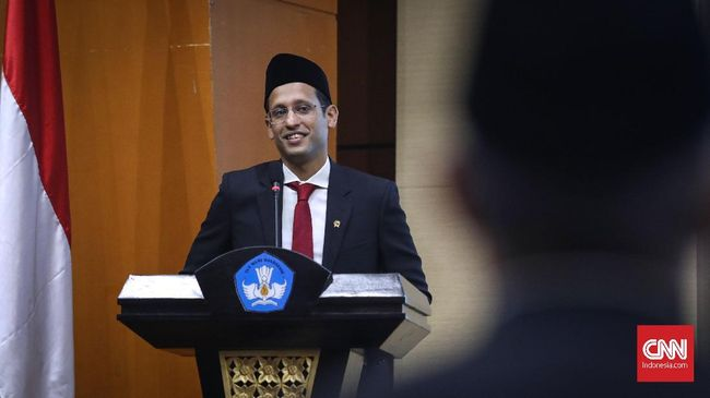 Mendikbud Nadiem menyatakan UN akan resmi ditiadakan mulai 2021, diganti dengan Asesmen Kompetensi Minimum dan Survei Karakter.