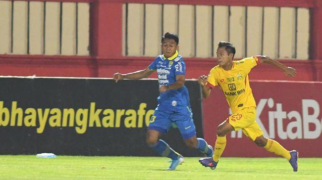 Pelatih Persib Bandung Robert Rene Alberts menyiapkan strategi khusus lawan Arema FC karena lima pemain pilar absen karena alasan berbeda.