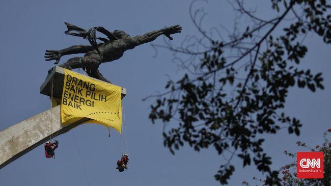 LSM lingkungan Greenpeace Indonesia menagih janji Presiden Joko Widodo menjamin penegakan hukum di bidang lingkungan.
