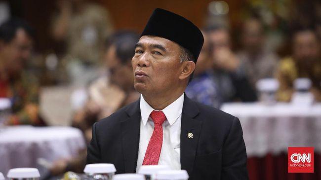 Komisi Agama DPR menyebut Menteri Muhadjir salah kaprah jika mengatasi kemiskinan dengan cara fatwa orang kaya menikahi orang miskin.