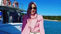 <p>Istri menteri perencanaan pembangunan nasional (PPN) Suharso Monoarfa, Nurhayati Effendi, terlihat cantik dan modis dengan pakaian berwarna serasi. (Foto: Instagram @suharso_monoarfa)</p>