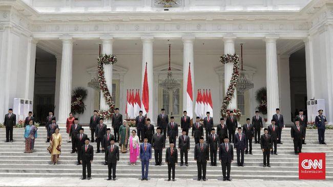 Pengamat menyebut Jokowi sangat mungkin melakukan reshuffle dalam enam bulan ke depan demi memenuhi 'jatah' pendukung yang mengantre masuk kabinet.