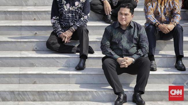 Menteri BUMN Erick Thohir saat pengumuman jajaran menteri Kabinet Indonesia Maju di tangga beranda Istana Merdeka, Jakarta, Rabu (23/10/2019). (CNN Indonesia/Adhi Wicaksono)