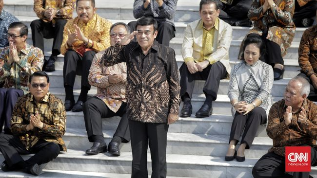 Menteri Agama Fachrul Razi dinilai harus membenahi citra kementerian yang masih terpuruk. Selain itu, dia diminta untuk menjalin komunikasi ke banyak pihak.