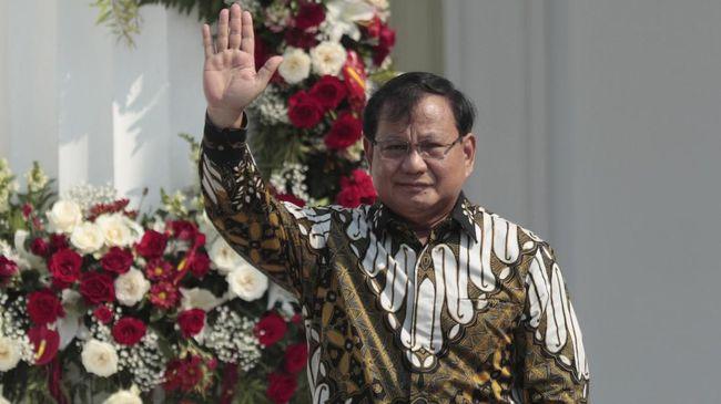 Pengamat militer menyarankan Menhan Prabowo tak terlalu jorjoran belanja alutsista dan melupakan kebutuhan lain yang juga memerlukan anggaran.
