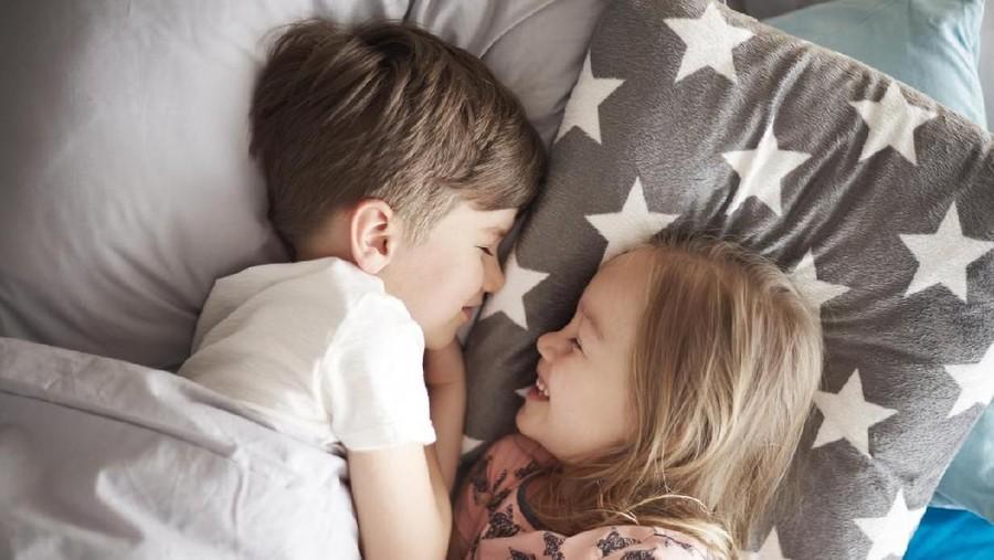 5 Pertanyaan Kakak Adik Beda Jenis Kelamin Sekamar & Jawabannya