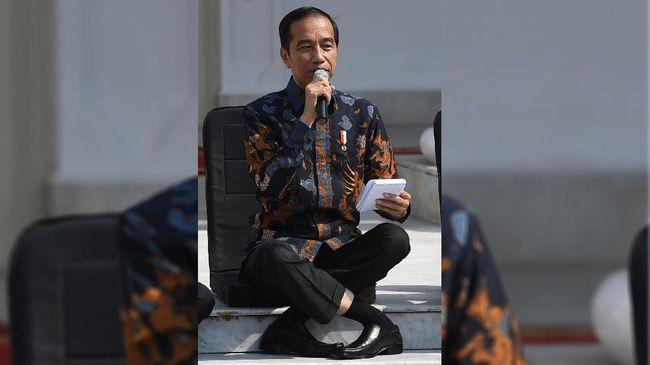 Gaya duduk silang kaki Jokowi saat perkenalan menteri baru yang viral diakuinya bukan hasil dari yoga, seperti yang diduga banyak netizen.