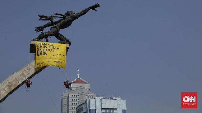 Sempat ditahan usai membentangkan spanduk di Patung Pancoran dan Patung Selamat Datang, lima relawan Greenpeace telah dipulangkan pihak kepolisian.