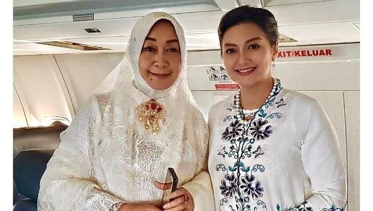 Bukan hanya istri Nadiem Makarim, Franka Franklin, enam istri pejabat ini juga tampil cantik dengan balutan kebaya putih. Ada siapa saja?
