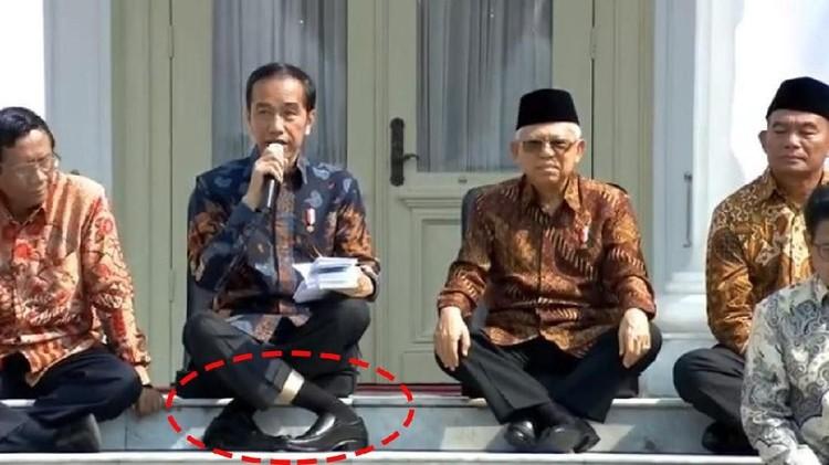 Posisi kaki Jokowi mendadak viral saat kenalkan menteri Kabinet Indonesia Maju. Bermanfaat atau berbahaya?