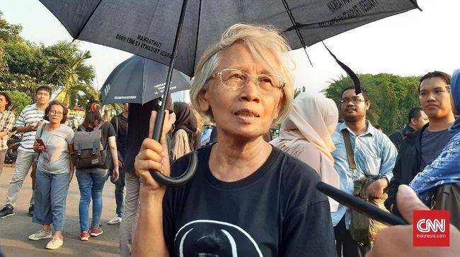 Setelah belasan tahun aksi Kamisan rutin digelar, ibu korban mahasiswa yang tewas dalam peristiwa Semanggi 1998, Maria Sumarsih, mengaku semakin dipersulit.