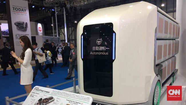 Hino menjelaskan teknologi hybrid yang mengombinasikan mesin diesel dan motor listrik mampu menghasilkan efisiensi bahan bakar.