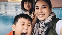Dari pernikahan dengan pengusaha Michael Dharmajaya, Angela Tanoesoedibjo dikaruniai dua orang anak, yakni Theodore Maximilian Dharmajaya dan Madeline Dharmajaya. (Foto: Instagram @angelatanoesoedibjo)