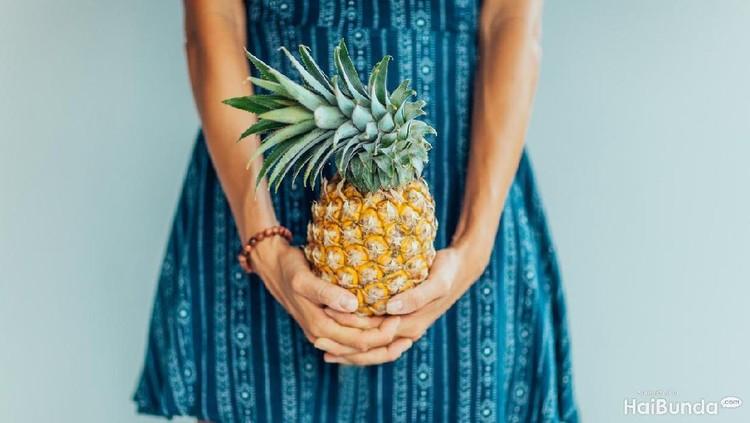 Makan nanas disebut-sebut bis amembuat area intim jadi berbau tak sedap. Bener enggak ya?