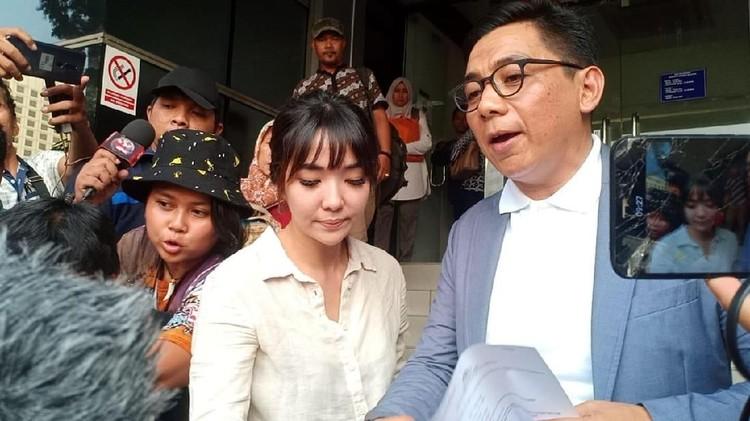 Polisi memeriksa Gisel terkait laporan video syur yang disebut-sebut diperankan olehnya.